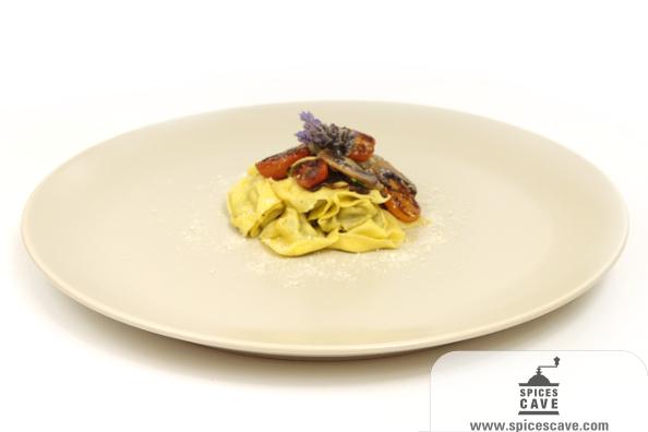 Tortellini al pesto con verduras a la parrilla