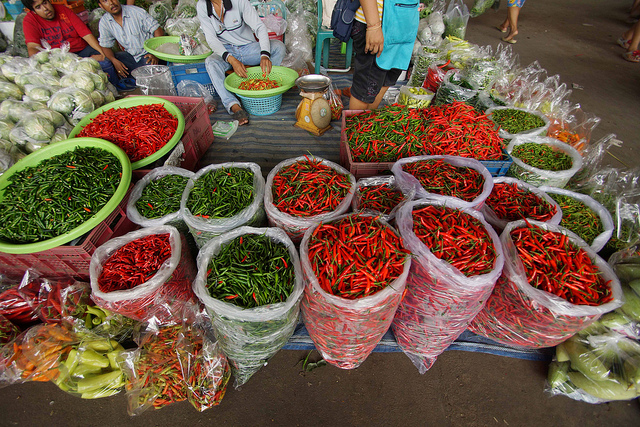 Chiles en Bankok market Photo by drburtoni @ Flickr