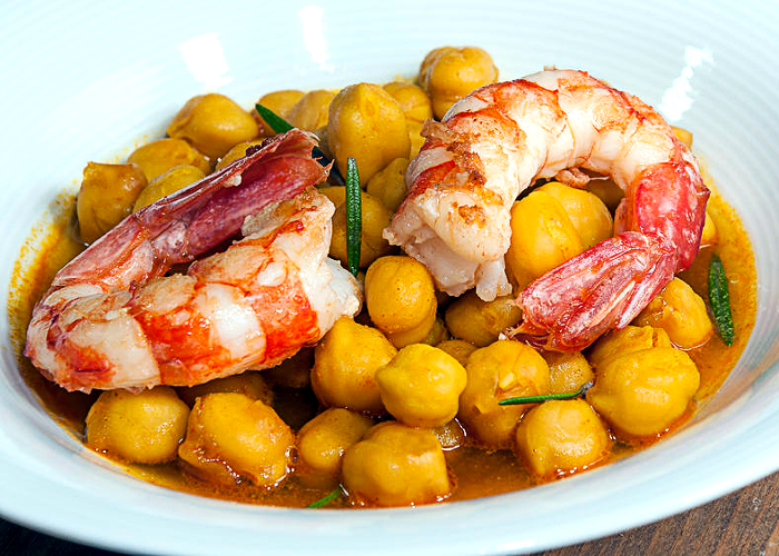 garbanzos con lagonstinos al curry