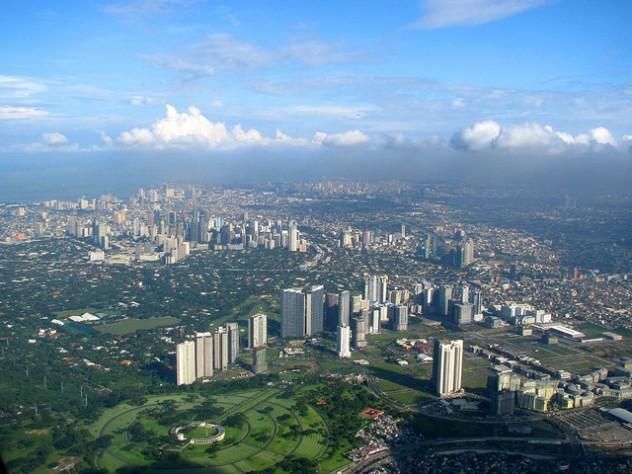 Manila moderna -  Photo by Storm Crypt @ Flickr