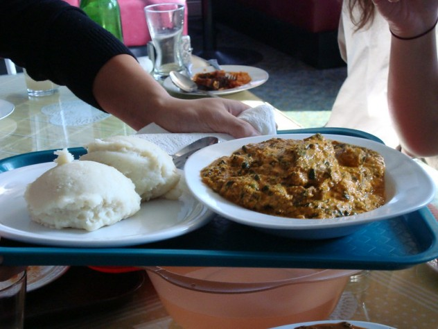 Sopa egusi y eba - photo by H.C. @ Flickr -